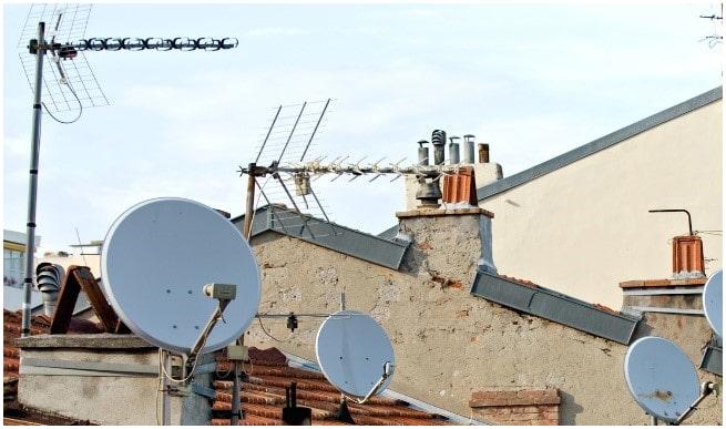 Antennes satellite sur les toits